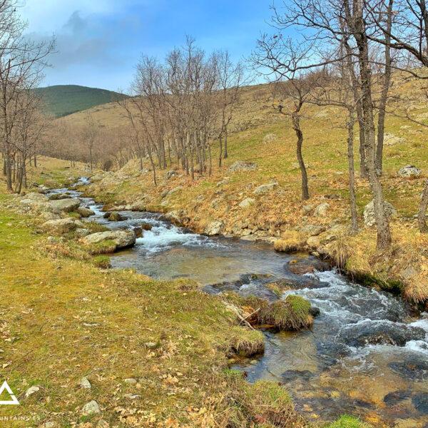 Arroyo del Chorro remontando el valle que lleva a la Chorrera de San Mamés